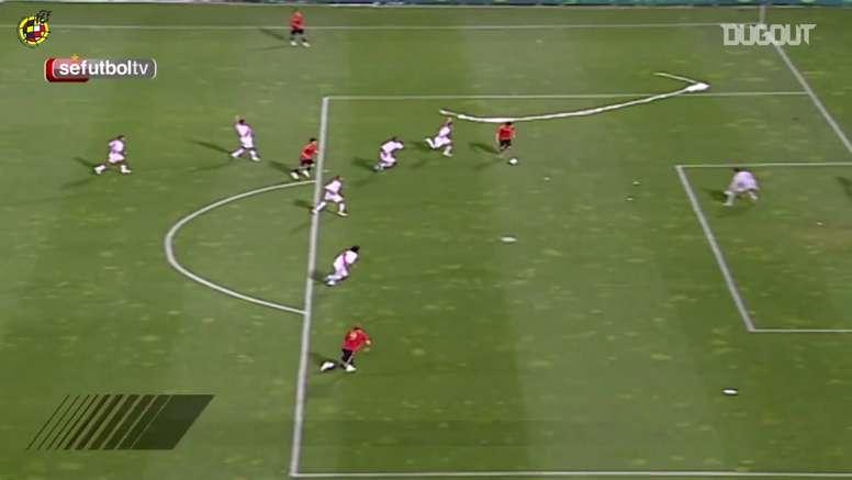 Conexão Xavi-Villa contra o Peru em 2008. DUGOUT