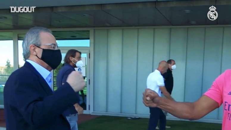 Florentino visitó a la plantilla antes de la Champions. Captura/Dugout