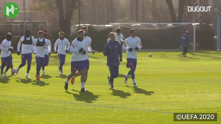 Chelsea in training before facing Sevilla. DUGOUT
