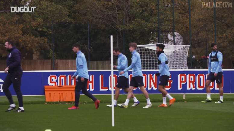Academy players join Palace's first team in training. DUGOUT