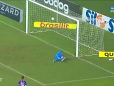 Le superbe but d'Everton Ribeiro contre Bahia. dugout