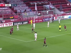 Pohang punished a defensive error in the 2-0 win over Gangwon. DUGOUT