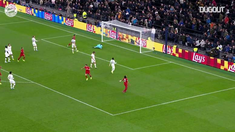 Le but de Lewandowski à Tottenham. DUGOUT