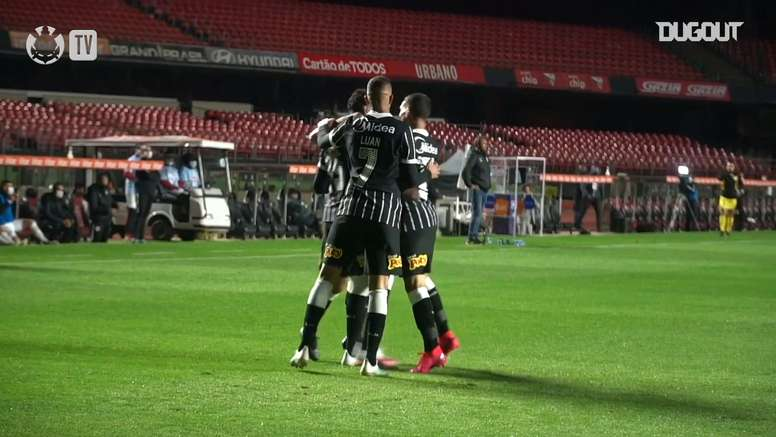 Ederson comemora segundo gol seguido pelo Corinthians. DUGOUT