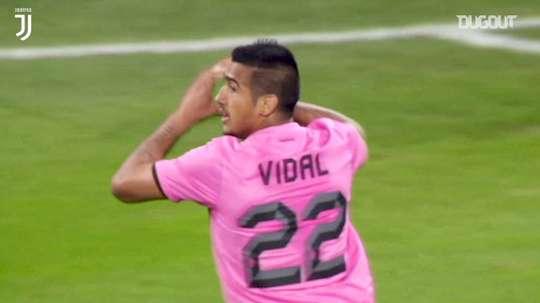 Il sinistro di Vidal contro il Napoli. Dugout