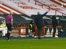José Mourinho vivió muy intensamente el triunfo ante el Sheffield United. Captura/DUGOUT