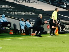 José Mourinho comandou o Tottenham na vitória sobre o Manchester City. DUGOUT