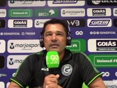 Glauber Ramos, técnico do Goiás, fez reclamações sobre a arbitragem em clássico. DUGOUT