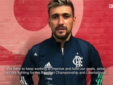 Giorgian Da Arrascaeta was happy after Flamengo beat Coritiba. DUGOUT