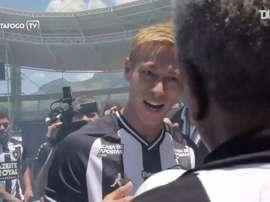 Reveja os bastidores da apresentação de Honda no Botafogo. DUGOUT