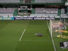 Giovanni Augusto marca um golaço para o Coritiba contra o Santos. DUGOUT