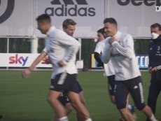 De Ligt back in training with the team. DUGOUT