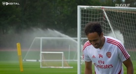 Aubameyang was dancing during Arsenal's training session. DUGOUT