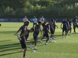 Kylian Mbappé et le Paris Saint-Germain péparent l'Atalanta. dugout