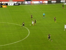 Kemar Roofe's incredible halfway line goal vs Standard Liège. DUGOUT