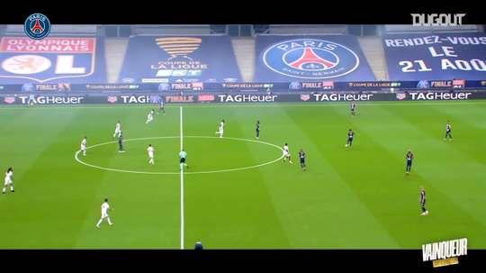La victoire du PSG face à Lyon en finale de la Coupe de la Ligue. dugout