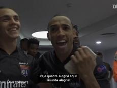 Bastidores da comemoração do Lyon após vitória sobre o Man City. DUGOUT