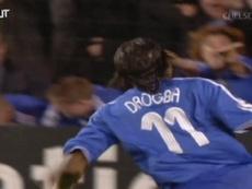 Le superbe but de Drogba contre Barcelone en 2006. DUGOUT