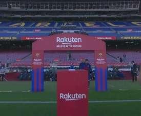 Maradona é homenageado pelo Barcelona no Camp Nou. DUGOUT