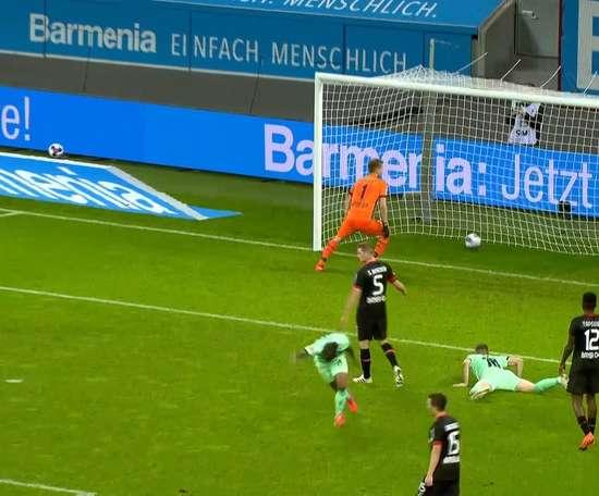 Valentino Lazaro's incredible scorpion kick vs Leverkusen. DUGOUT