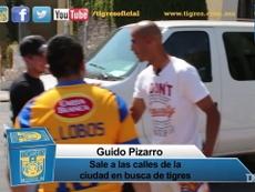 Guido Pizarro regaló camisetas en 2014. DUGOUT
