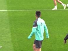 Foco em Wu Lei durante treino do Espanyol na Data Fifa. DUGOUT