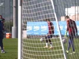 Trincão e Riqui Puig mostram habilidade em treino do Barcelona. DUGOUT