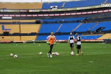 Tigres' crossbar plus header challenge. DUGOUT