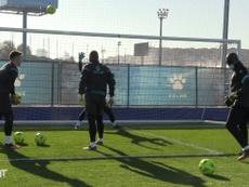 Espanyol goalkeepers work on their reflexes. DUGOUT