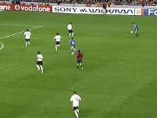 VIDÉO : le but de la qualification d'Essien contre Valence. Dugout