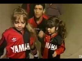 L'omaggio del Newell's Old Boys a Maradona. Dugout