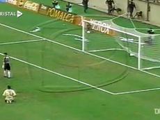 Piero Alva gave Sporting Cristal the win over Universitario back in 2001. DUGOUT