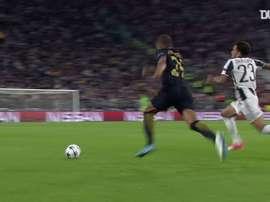 Les meilleurs moments d'Alves à la Juventus. DUGOUT