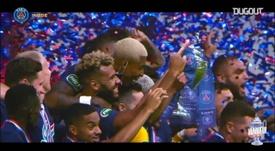 El PSG levantó el título con Mbappé en muletas. DUGOUT