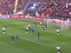 Le premier but de Davinson Sanchez avec Tottenham. DUGOUT