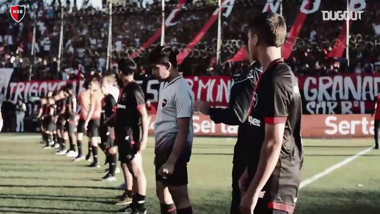 Maradona e sua última visita ao estádio do Newell's Old Boys. DUGOUT