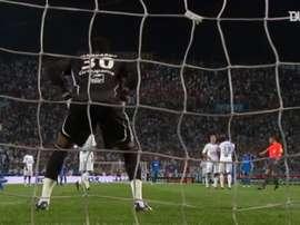 Juninho Pernambucano faz um golaço pelo Lyon. DUGOUT