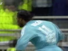 Le superbe passe de Sylvain N'Diaye pour Didier Drogba. dugout