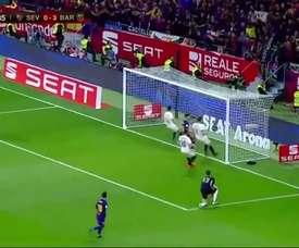 Iniesta driblou o goleiro para marcar um dos gols do título. DUGOUT