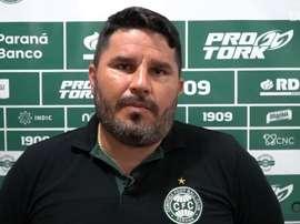 Técnico do Coritiba fala sobre vitória do seu clube. DUGOUT