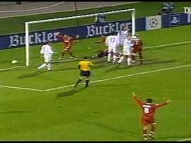 Le but de l'égalisation de Peguy Luyindula face au Bayern en 2003. dugout