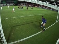 Paradón de Jean al lanzamiento de penalti. DUGOUT