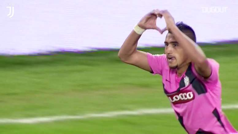 Vidal marca golaço pelo Italiano contra o Napoli. DUGOUT