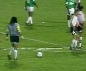 VIDEO: René Higuita's free-kick goal vs River Plate. DUGOUT