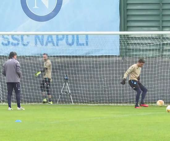 Napoli's last training ahead of AZ Alkmaar clash. DUGOUT