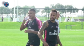 Neymar likes joking around with his PSG teammates in training. DUGOUT