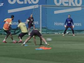 Barcelona continued their training in two large groups. DUGOUT