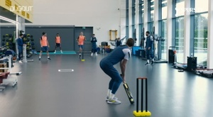 Kane, Dele e Hart giocano a cricket, Dugout