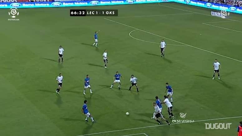 Lewandowski scores skilfully in his Ekstraklasa debut. DUGOUT