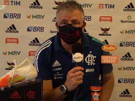O auxiliar do Flamengo elogiou a base do Flamengo. DUGOUT